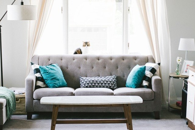A sofa in a living room - EUROPEAN RELOCATION